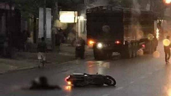 Va chạm với xe đầu kéo, người đàn ông Hòa Bình c.hết thảm trên đường về nhà