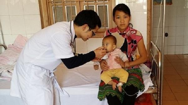 Bác sĩ 9X bỏ Thủ đô lên Điện Biên giúp bệnh nhân nghèo bị phơi nhiễm HIV