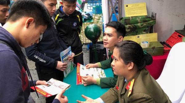 """""""Phóng tay"""" nâng 18-20 điểm để thí sinh Hoà Bình thành thủ khoa, á khoa trường quân đội"""
