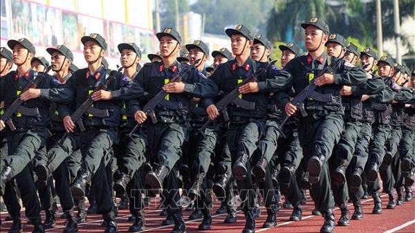 Nắng nóng 40 độ ở Điện Biên, hàng ngàn chiến sĩ vẫn miệt mài luyện tập, chuẩn bị cho lễ kỷ niệm 65 năm Chiến thắng Điện Biên Phủ