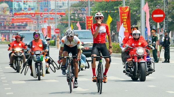 Vượt qua loạt con đèo lớn, Javier Sarda Perez bứt phá đoạt giải nhất chặng 3 Sơn La – Điện Biên Phủ