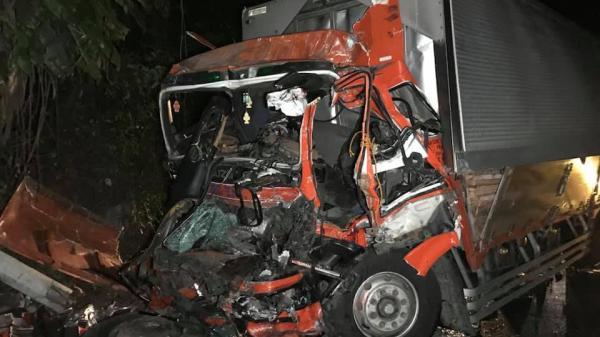 Thảm khốc: Xe khách đ.âm trực diện xe tải làm 76 người th.ương v.ong
