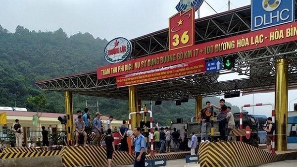 Hôm nay: Người dân tụ tập p.hản đối thu phí, BOT Hòa Lạc-Hòa Bình phải xả trạm cho hàng trăm xe