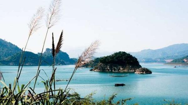Thung Nai - Vẻ đẹp nên thơ nơi núi rừng Tây Bắc