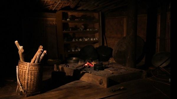 Về Hòa Bình, lắng nghe câu chuyện linh thiêng về bập bùng bếp lửa không bao giờ tắt của người Mường