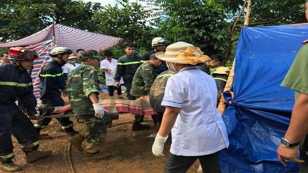 Cán bộ thôn tử vong khi giúp dân chống sạt lở đất