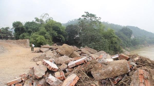 Hòa Bình: Bắt quả tang Doanh nghiệp Vật liệu xây dựng lấp trộm sông Đà