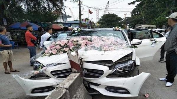 """Mercedes đón dâu vỡ lún đầu vì trang trí hoa cưới """"quá đẹp"""""""