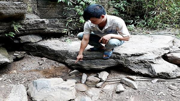 """Suối """"chết"""" vì khô hạn, nhiều hộ dân xã Tuân Đạo lao đao """"khát"""" nước"""