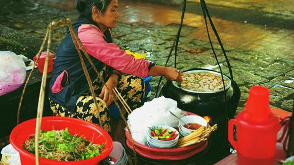 Huế mùa đông mưa lạnh nhưng nóng hôi hổi với những món ăn đường phố chỉ cần nhắc tới là thèm...