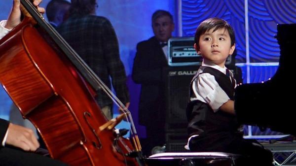 """Sốt với """"thần đồng Piano"""" – Evan  Le biểu diễn nhạc Trịnh ở Huế"""