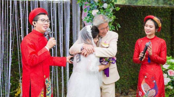 Chân dung người chồng xứ Huế tổ chức đám cưới với NSND Thanh Hoa sau 30 năm bên nhau