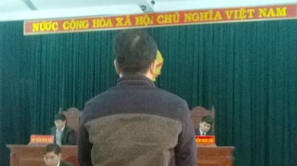 Huế: Hoảng loạn vì bị dọa phạt 100 triệu, người bán chả cua đánh cán bộ thi hành công vụ