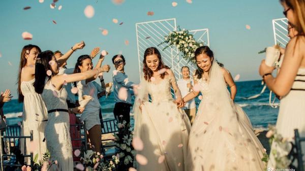 Lễ cưới đẹp như mơ của 9x gốc Huế và cô nàng đồng tính xa nhau nửa vòng trái đất