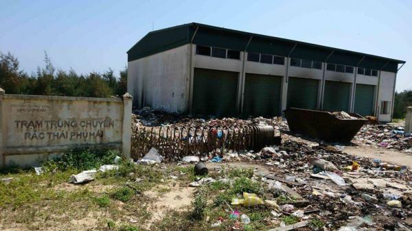 """Thừa Thiên Huế: Trạm trung chuyển rác tiền tỷ """"án binh bất động"""", gây ô nhiễm nặng"""