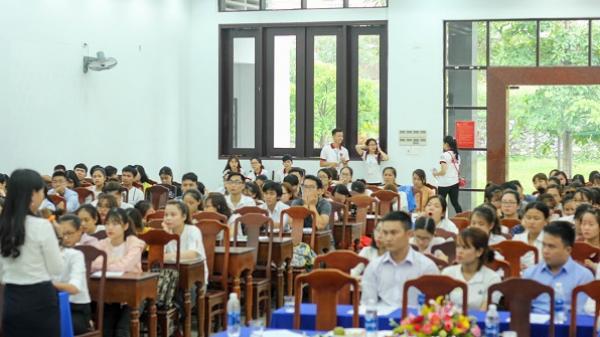 Huế: Sinh viên Đại học Luật nô nức tham gia ngày hội việc làm