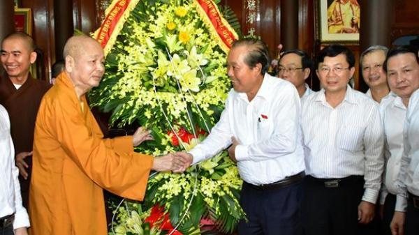 Phó Thủ tướng Trương Hòa Bình chúc mừng Đại lễ Phật đản ở Huế