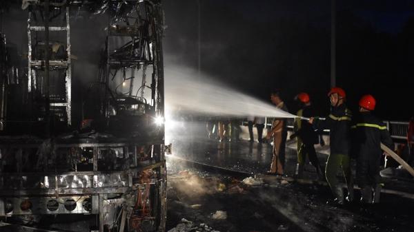 Cận cảnh hiện trường  vụ xe khách bốc cháy kinh hoàng ở Huế