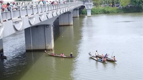 Huế: Nam sinh viên nhảy cầu sông Hương tự tử trong đêm