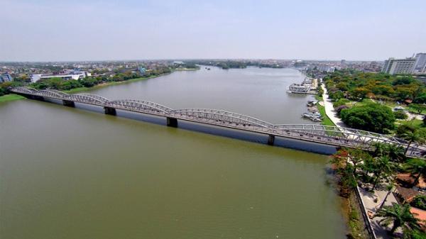 Cầu Trường Tiền nhìn từ camera bay