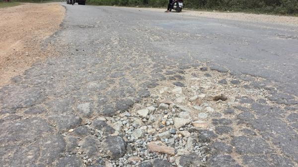 Thừa Thiên Huế: Bức xúc vì xe quá khổ, quá tải tung hoành trên đường Dạ Lê