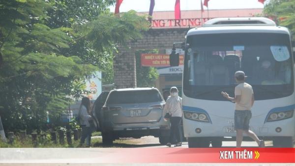 Xe trá hình ung dung bắt khách trên đường, dễ dàng qua mặt liên ngành Huế