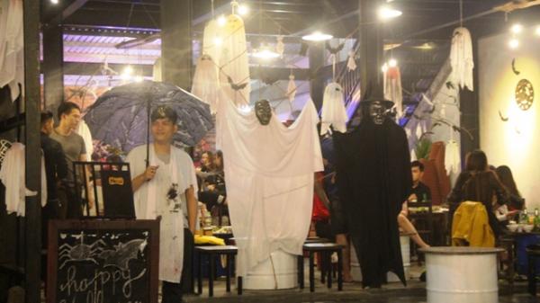 Halloween sôi động ở phố Tây - Huế