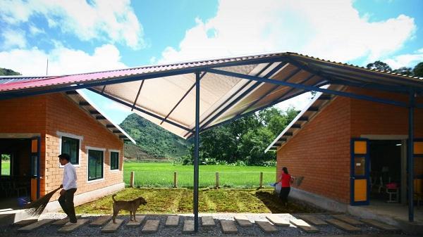 Ngôi trường mái dốc nhấp nhô đa sắc nằm trong thung lũng tại Sơn La