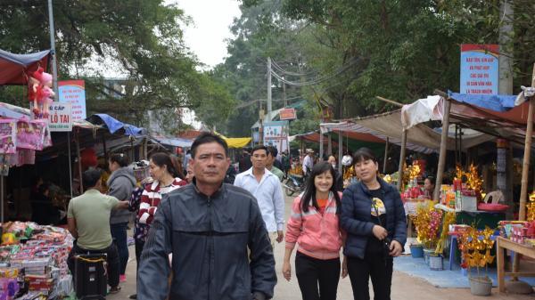 Mỗi ngày có 6000 người đến dâng hương tại Đền Phù Ủng ở Hưng Yên