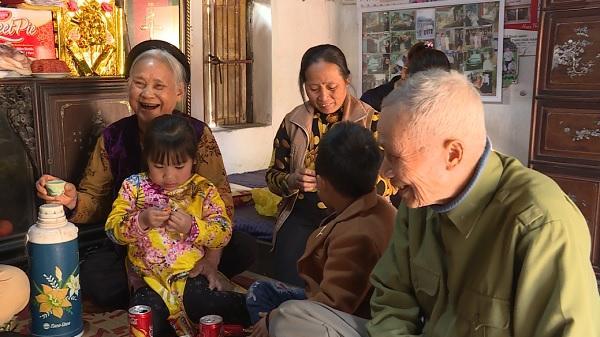 Nếp nhà của gia đình có cả 4 thế hệ sống chung cùng 1 ngôi nhà ở Kim Động, Hưng Yên