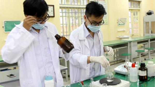 Hai học sinh lớp 10 trường THPT chuyên Hưng Yên chế tạo đầu dò nano chữa ung thư