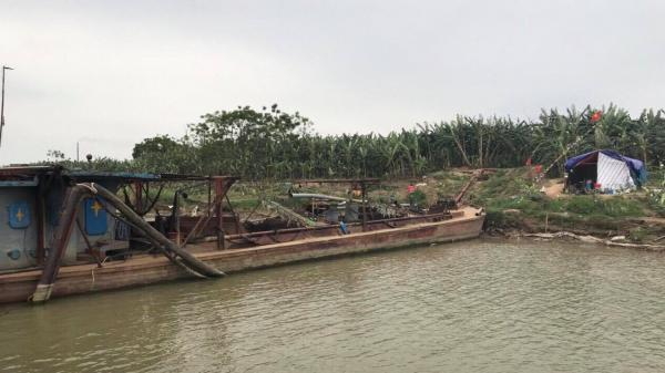 Hưng Yên: Thực hư việc người dân giữ tàu của công ty khai thác cát