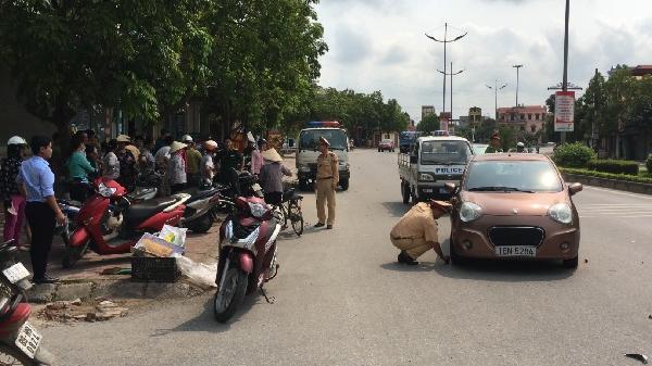 TP Hưng Yên: Xe máy đ.âm ô tô, 1 người bị thương nặng