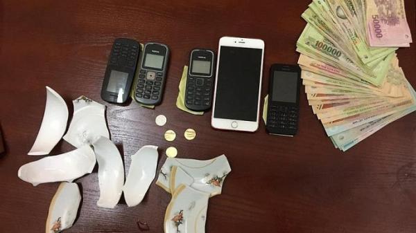 Hưng Yên: Khởi tố 10 đối tượng chơi xóc đĩa ăn tiền