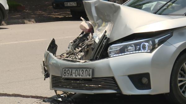 TP Hưng Yên: Xe con n.át đầu sau va chạm với xe khách