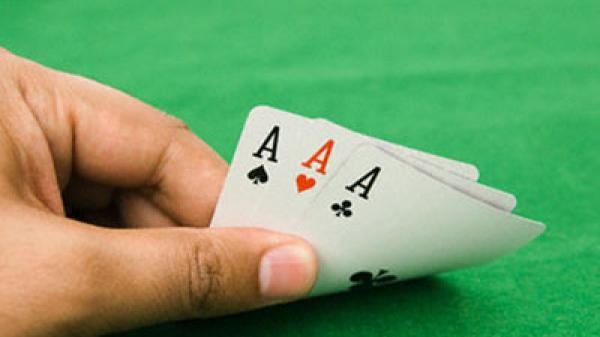 """Hưng Yên: Đánh sập """"lô cốt"""" cờ bạc, thu giữ gần 400 triệu đồng"""