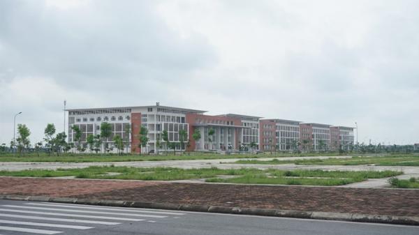 """Khu trường 1,1 tỉ của Đại học Thủy lợi ở Hưng Yên """"ế"""" sinh viên, vì sao?"""
