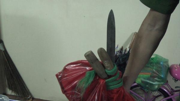 Hưng Yên: Cố thủ trong nhà, các con bạc chống trả khiến 3 chiến sỹ Công an bị thương