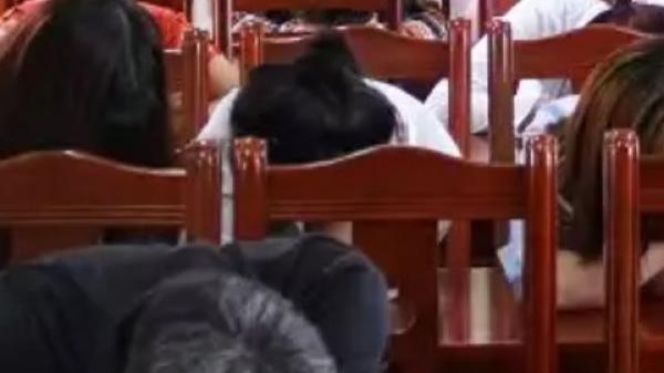 Khoái Châu - Hưng Yên: Đột kích quán karaoke làng, phát hiện 12 thanh niên phê thuốc