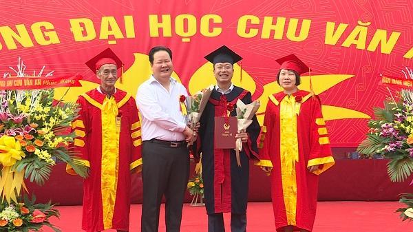 Trường Đại học Chu Văn An Hưng Yên trao bằng thạc sĩ cho 143 học viên