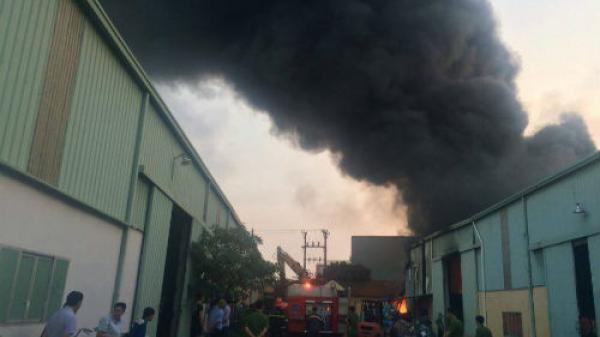 Hưng Yên: Cháy lớn tại xưởng nhựa trong KCN, cột khói lửa cao hàng chục mét
