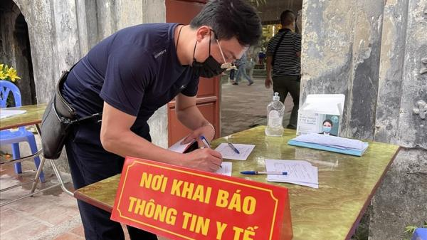 Hưng Yên: Khách đi lễ phải khai báo y tế