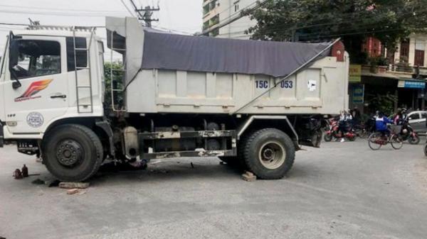 Hưng Yên: Đèo cháu nội bắt xe về quê, bé trai 7 tuổi bị đâm tử vong thương tâm