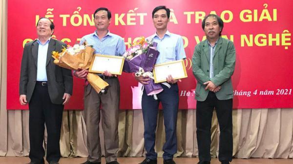Tranh cãi quanh bài thơ đoạt giải B của báo Văn Nghệ