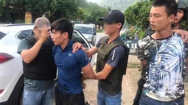 Clip: Cận cảnh màn vây bắt 2 đối tượng Điện Biên vận chuyển 100 bánh h eroin