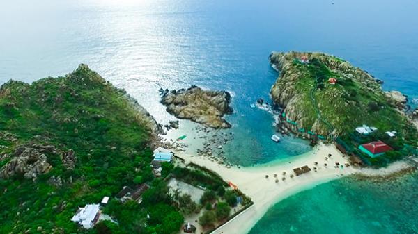 Ra đảo Hòn Nội đắm chìm trong cảnh sắc ngây ngất và khám phá loài chim Yến nổi tiếng