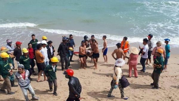 Khánh Hòa:Tắm biển khi sóng lớn, du khách người Nga tử vong