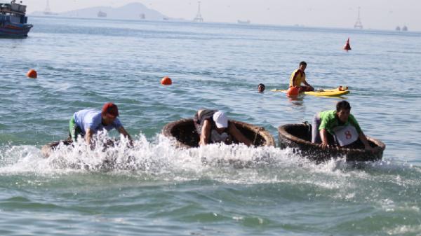Hội thi Bơi biển và bơi, lắc thúng Festival Biển 2017:Hơn 100 vận động viên tranh tài