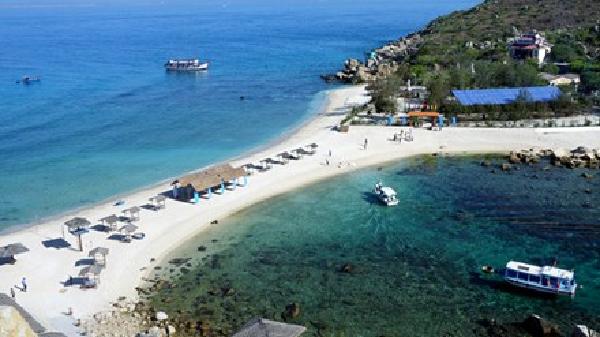 Đảo yến Hòn Nội và bãi tắm đôi có một không hai