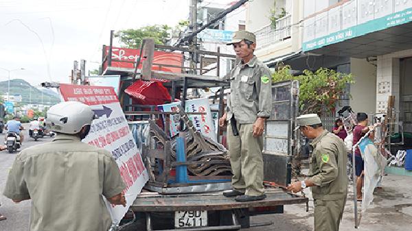 Nha Trang: Đồng loạt ra quân lập lại trật tự đô thị